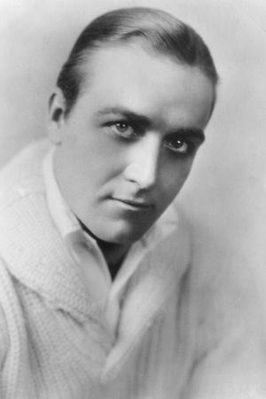 https://imgc.allpostersimages.com/img/posters/james-hall-1900-194-american-actor-20th-century_u-L-Q10LLWY0.jpg?p=0