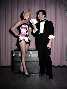 Janet Leigh and Tony Curtis HOUDINI, 1953 directed by GEORGE MARSHALL (photo)