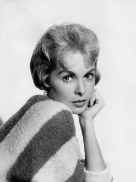 Janet Leigh (b/w photo)