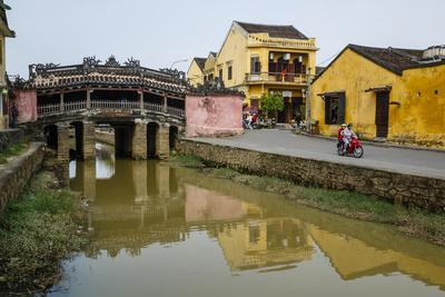 https://imgc.allpostersimages.com/img/posters/japanese-covered-bridge-hoi-an-unesco-world-heritage-site-vietnam-indochina_u-L-PWFLH80.jpg?p=0