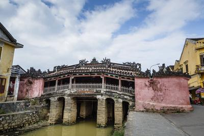 https://imgc.allpostersimages.com/img/posters/japanese-covered-bridge-unesco-world-heritage-site-hoi-an-vietnam-indochina_u-L-PWFS7O0.jpg?artPerspective=n