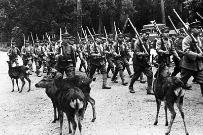https://imgc.allpostersimages.com/img/posters/japanese-troops-marching-c-1920-40_u-L-PPBI170.jpg?p=0