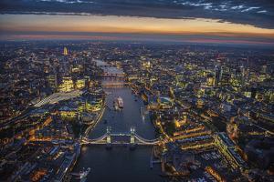 London Vista - The Rush by Jason Hawkes