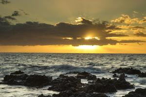 Scenic of Ocean Sunset, Kihe, Maui, Hawaii, USA by Jaynes Gallery