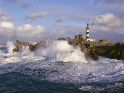 Phare du Creac'h by Jean Guichard