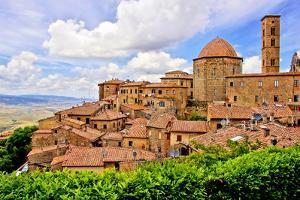 Medieval Italian Hill Town by Jeni Foto