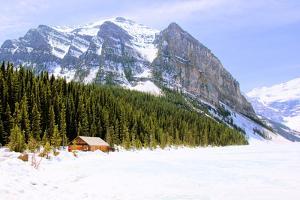 Snowy Mountain Countryside by Jeni Foto