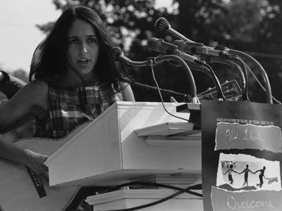 https://imgc.allpostersimages.com/img/posters/joan-baez-singing-at-the-1963-civil-rights-march-on-washington_u-L-PII4CF0.jpg?p=0
