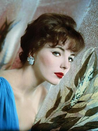 https://imgc.allpostersimages.com/img/posters/joan-collins-british-actress-born-may-23rd-1933-here-1958-photo_u-L-Q1C2A5J0.jpg?artPerspective=n
