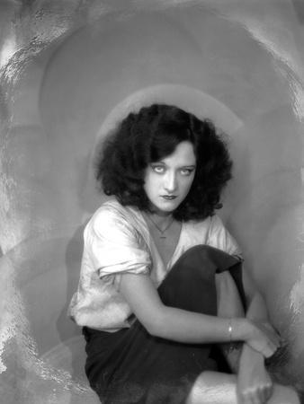 https://imgc.allpostersimages.com/img/posters/joan-crawford-1928-1930-b-w-photo_u-L-Q1C2H470.jpg?artPerspective=n