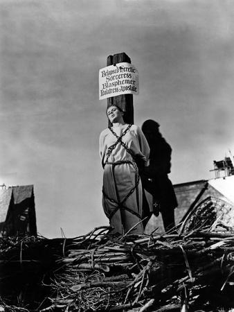 https://imgc.allpostersimages.com/img/posters/joan-of-arc-by-victor-fleming-with-ingrid-bergman-1948-death-of-joan-of-arc-on-the-stake_u-L-PSX4KE0.jpg?p=0