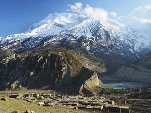 Manang Village and Annapurna Himalayan Range, Marsyangdi River Valley, Gandaki, Nepal by Jochen Schlenker