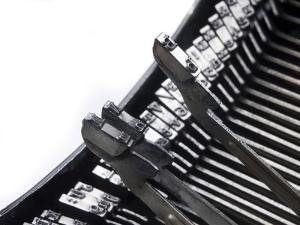 Old Typewriter by jocic