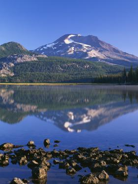 USA, Oregon. Deschutes National Forest, South Sister reflects in Sparks Lake in early morning. by John Barger