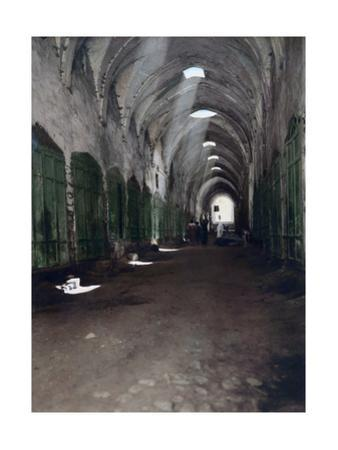 The Abandoned Cotton Market Is also a Passage to the Temple Mount