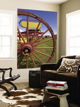 Wagon Wheel at Museo Del Recuerdo Pioneer Museum by John Elk III