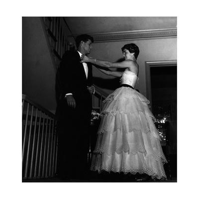 https://imgc.allpostersimages.com/img/posters/john-fitzgerald-kennedy-and-jacqueline-kennedy-getting-ready-for-a-reception_u-L-Q10QI6P0.jpg?p=0