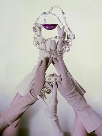 Vogue - January 1960 by John Rawlings