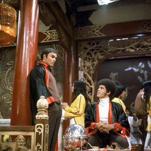 John Saxon and Jim Kelly lors du tournage du film Operation dragon ENTER THE DRAGON by Robert Clous