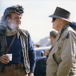 John Wayne and John Ford sur le tournage du film Alamo by JohnWayne, 1960 (photo)