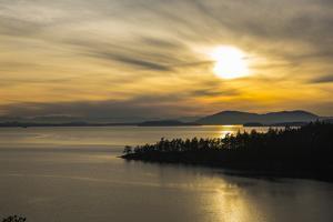 Chuckanut Drive, Washington State. Winter sunset on Samish Bay, Lummi Island, Bellingham Bay. by Jolly Sienda