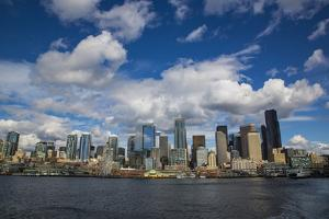 Seattle, Washington State. Skyline and waterfront with a ferry boat by Jolly Sienda