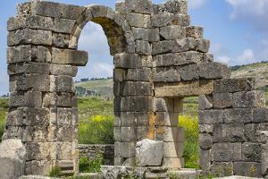 Volubilis, Morocco. Ancient Roman city, arched door ruins by Jolly Sienda