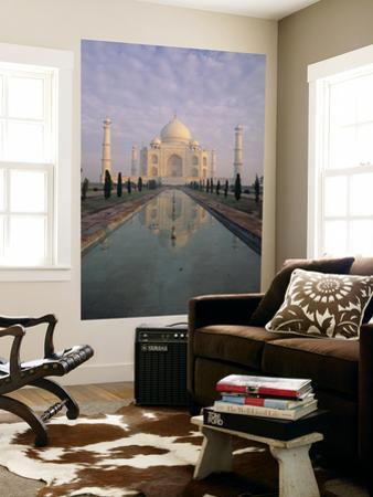 Taj Mahal, Agra, India by Jon Arnold