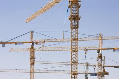 Construction Cranes in Central Doha. by Jon Hicks