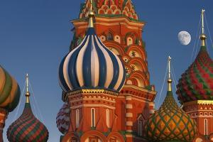 Moon Rise over St Basil's Cathedral. by Jon Hicks