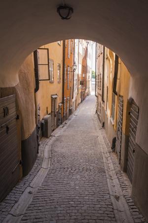 Arch and cobblestone alley in historic Gamla Stan, Stockholm, Sweden, Scandinavia, Europe