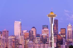 Space Needle and Downtown Skyline, Seattle, Washington, USA by Jose Luis Stephens