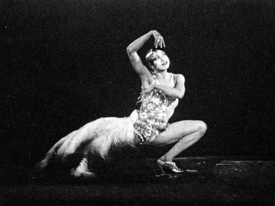 https://imgc.allpostersimages.com/img/posters/josephine-baker-1906-75-dancing-in-the-screen-production-tondeleyo_u-L-Q108ED10.jpg?p=0