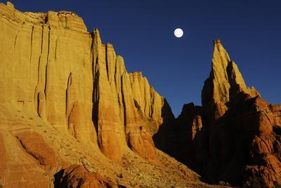 Sandstone Cliff At Sunset, Colorado Plateau, Kodachrome Basin State Park, Utah, USA November 2012