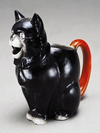 https://imgc.allpostersimages.com/img/posters/jug-in-shape-of-cat-1920s-ceramic-england_u-L-POPR3J0.jpg?p=0