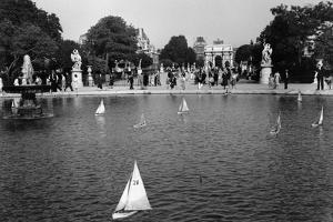 Jardin des Tuileries, Paris 1950s by Jules Dortes