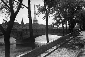 Pont des Invalides, Paris c1950s by Jules Dortes
