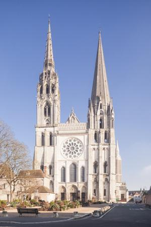 The gothic Chartres cathedral, UNESCO World Heritage Site, Chartres, Eure et Loir, Centre, France,  by Julian Elliott