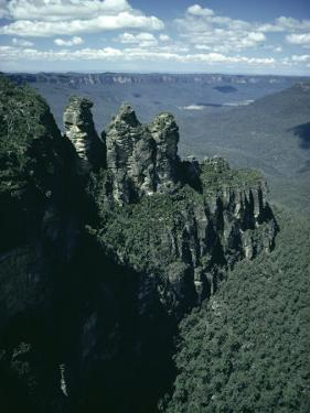 Rock Formations of the Three Sisters from Echo Point, Blue Mountains, Australia by Julian Pottage