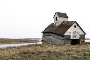 Dilapidated Old Barn, Lincoln, Illinois, USA. Route 66 by Julien McRoberts