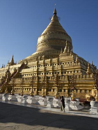 The Shwe Zigon, a Buddhist Temple, Nyaung-U, Near Bagan (Pagan), Myanmar (Burma) by Julio Etchart