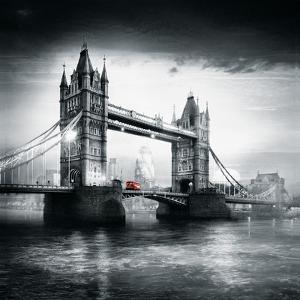 London Bus I by Jurek Nems