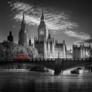 London Bus IV by Jurek Nems
