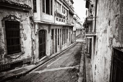 Grunge Monochromatic Image of a Decaying Buildings in Old Havana by Kamira