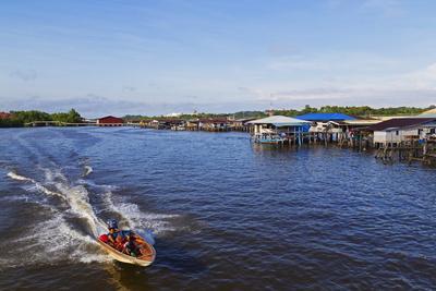https://imgc.allpostersimages.com/img/posters/kampung-ayer-water-village-bandar-seri-begawan-brunei-borneo-southeast-asia_u-L-PQ8PWN0.jpg?p=0