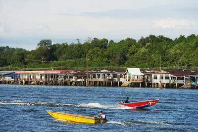 https://imgc.allpostersimages.com/img/posters/kampung-ayer-water-village-bandar-seri-begawan-brunei-borneo-southeast-asia_u-L-PQ8R6Z0.jpg?p=0