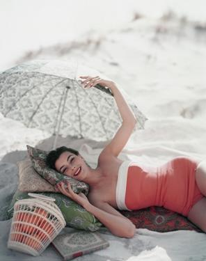 Vogue - July 1954 by Karen Radkai