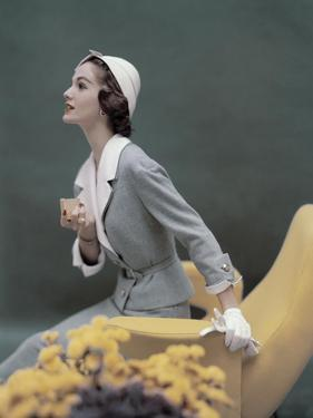 Vogue - March 1957 by Karen Radkai