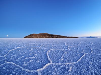Bolivia, Potosi Department, Daniel Campos Province, Salar de Uyuni, View towards the Incahuasi Isla by Karol Kozlowski