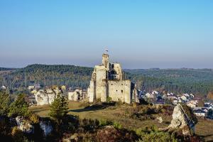 Mirow Castle Ruins, Trail of the Eagles' Nests, Krakow-Czestochowa Upland (Polish Jura), Poland by Karol Kozlowski
